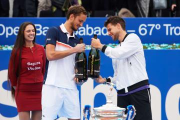 「ATP500 バルセロナ」で優勝したティーム(右)と準優勝のメドベージェフ(左)