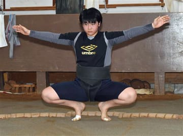 木造高校相撲部で唯一の部員として稽古に励む長谷川理央さん