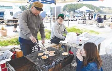 新鮮なホタテの炭火焼きが好評だった開業2周年イベント
