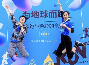 「地球かプラスチックか」がテーマのチャリティーラン、上海で開催
