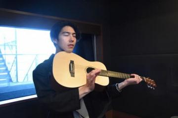 バイオリン(!?)でビバルディの曲をイメージする会長