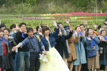 花に囲まれた結婚披露宴