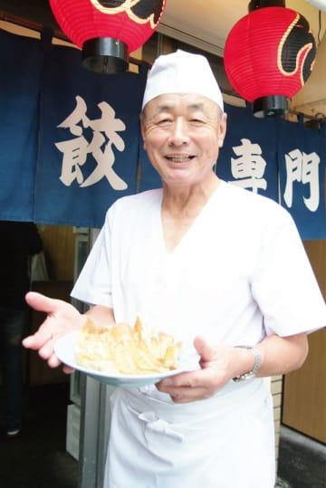 宇都宮餃子を全国に発信した伊藤さん=2006年10月(宇都宮みんみん提供)