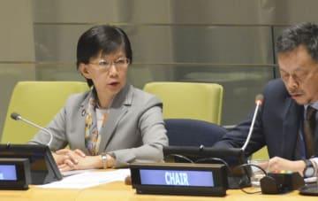 NPT再検討会議第3回準備委員会に臨む、国連の軍縮担当上級代表を務める中満泉事務次長(左)ら=29日、米ニューヨークの国連本部(共同)