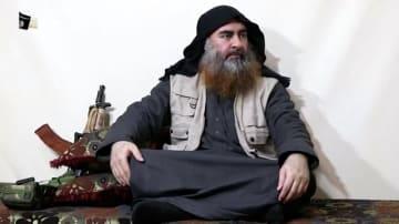 29日発表されたビデオ声明で話す「イスラム国」(IS)指導者アブバクル・バグダディ容疑者とされる男(ISメディア部門アルフルカーン提供、ロイター=共同)