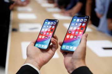 米アップルのアイフォーン=2018年9月、カリフォルニア州クパチーノ(ロイター=共同)