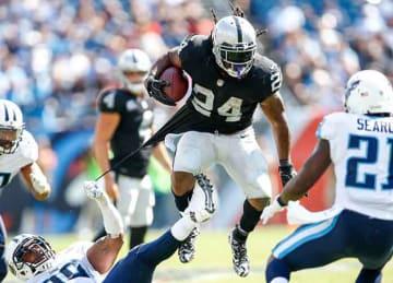 Marshawn Lynch shines in Raiders' season-opening win vs. Titans