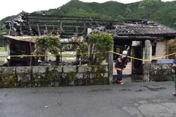 【遺体が見つかった火災現場=熊野市五郷町桃﨑で】