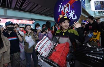 中国卓球チーム、凱旋帰国 卓球世界選手権