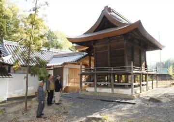 修復を終えた栗村神社の本殿