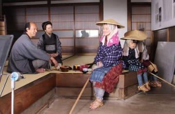 瞽女と村人の交流を描いたシーンの撮影風景=30日、上越市