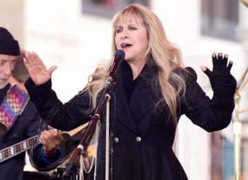 Stevie Nicks: Fleetwood Mac Performs On NBC's