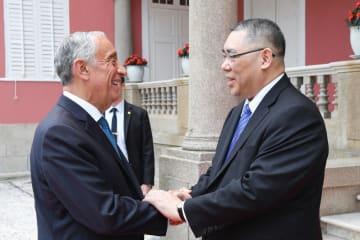 ポルトガルのマルセロ・レベロ・デ・ソウザ大統領(左)とマカオ特別行政区の崔世安行政長官=2019年5月1日、マカオ特別行政区政府本部(写真:GCS)