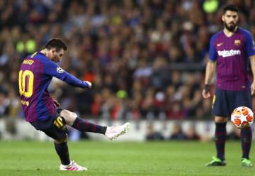 リバプール戦で3点目のゴールを決めるメッシ=バルセロナ(ゲッティ=共同)