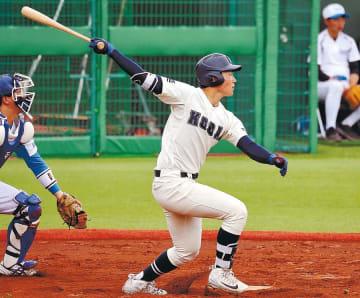 学院大-工大 3回裏工大無死一塁、八島が左中間を破る適時二塁打を放ち、3-1とする。捕手渡辺