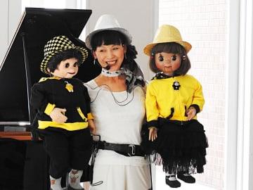 健太君、桜ちゃんとの軽妙なトークで笑わせるキャサリン野村さん=横浜市青葉区