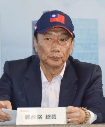 台湾の鴻海精密工業会長の郭台銘氏(共同)