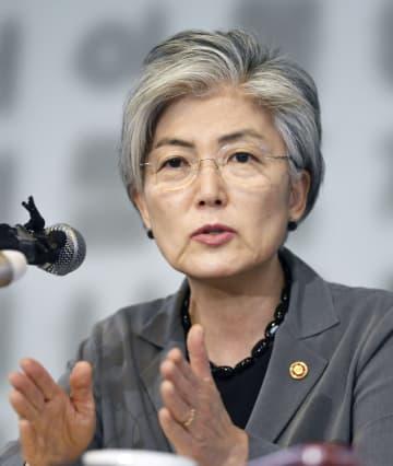 3日、ソウルで記者会見する韓国の康京和外相(共同)