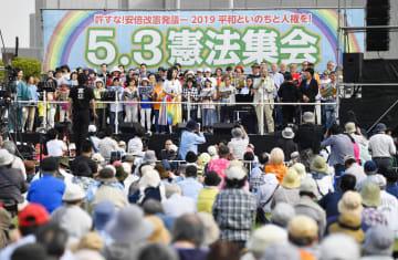 東京都江東区で開かれた護憲派の集会=3日午後