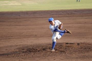 12回を無失点に抑える完璧な投球を見せたエース西野(育・4年)(写真は軟式野球部提供)