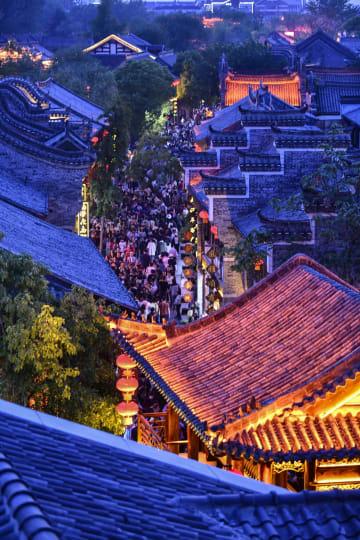 メーデー連休 台児荘古城の夜景が人気 山東省棗荘市
