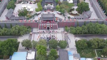 観光客で賑わう「雑技の里」 河北省呉橋県