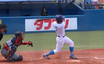 初回、岡選手の今季初本塁打で3点を先制。「チャンスで打てて良かった」(撮影・小田泰成)