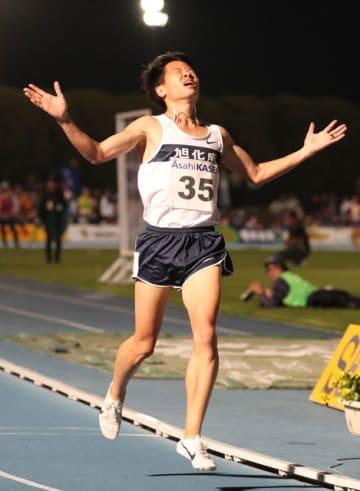 【男子5000メートルA】優勝した旭化成の鎧坂哲哉