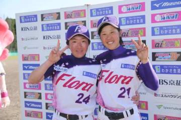 京都フローラのシェー・ユー・イン(左)と今井巴菜【写真提供:日本女子プロ野球リーグ】