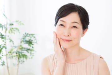 「シミ」は、多くの女性を悩ませている肌トラブルのひとつですが、適切な治療を行えば、薄くしたり消すことは可能です。