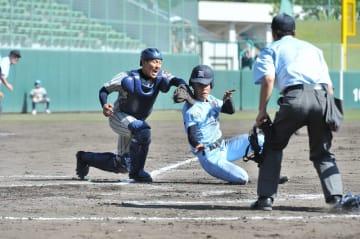 高校野球北信越地区大会出場をかけ、熱戦を繰り広げた福井県大会=5月2日、福井県営球場
