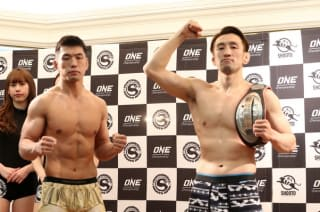 激闘が期待される王者・松本(右)と挑戦者・小谷(左)
