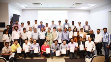 日本語研修プログラムを修了した国家高速鉄道公社の職員(同公社提供)
