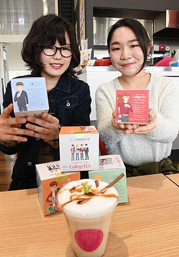 「紅茶の魅力を知ってほしい」という思いを込めてオリジナルティーの開発に携わった(左から)塚本さん、仁部さん=大阪市東淀川区の大阪経済大