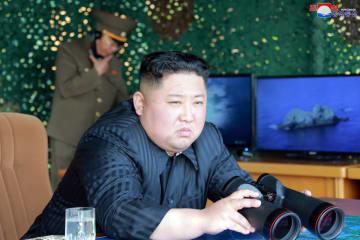 朝鮮が軍事訓練実施、金正恩氏が指導