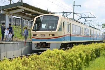 「あかね号」の愛称で親しまれた近江鉄道の700形車両=6日、滋賀県甲良町