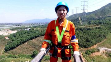 電力の「女医」、高所作業で電線を「診察」 浙江省