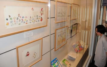 加古里子さんの絵本の複製原画が並ぶ特集展=福井県福井市の福井県ふるさと文学館