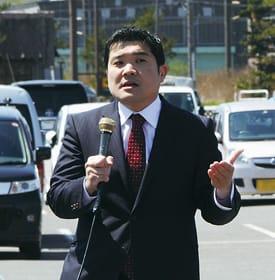 「憲法の平和主義を守る」と訴える山岡氏