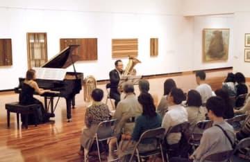 会場ごとにさまざまな演奏が披露された新潟クラシックストリート=5日、新潟市中央区の新潟市美術館