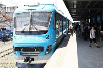 The first Philippine-made hybrid electric train begins free public runs as part of a validation test. The Philippine National Railways aims to start regular commercial services in July.