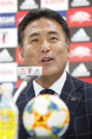 サッカーU―20W杯の日本代表を発表する影山監督=7日、東京都文京区