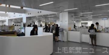 初日から多くの市民が訪れた新沼田市役所