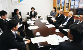 税務行政の分かりやすい伝え方などについて意見交換した国税モニター座談会