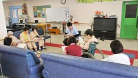 参加者ががん治療に関係する「社会資源」の活用法などについて学んだ「ひまわりの会」