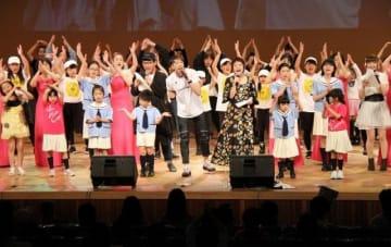 出演者全員の合唱で盛り上がったメインフェスティバル