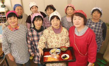 地元住民でつくる女性グループ「高平おばちゃんズ」のメンバーら=日出町南畑