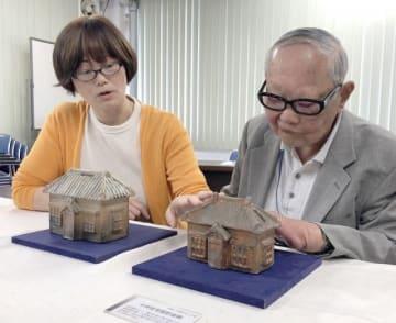 現存する昭和期の貯金箱(右)とふるさと納税の返礼品として制作されたレプリカ