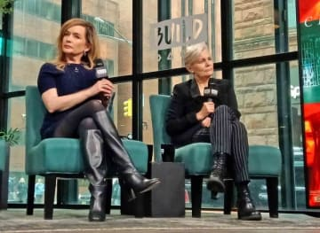 左から共同脚本家グィネヴィア・ターナー、メアリー・ハロン監督
