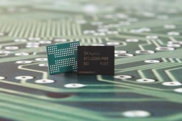 1テラの96層NAND型メモリー(SKハイニックス提供)